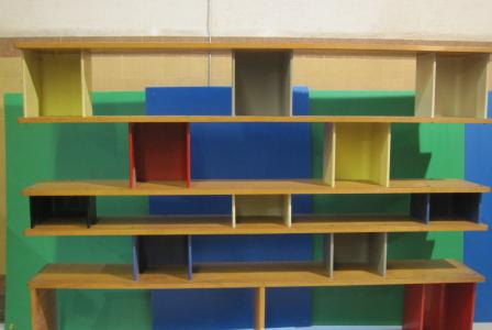 Jean PROUVÉ et Charlotte PERRIAND       :  Bibliothèque en tôle pliée laquée et bois massif